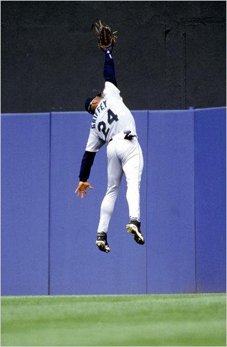 Ken Burns Takes On Baseball Again in PBS\u0027s \u0027Tenth Inning\u0027 - The New