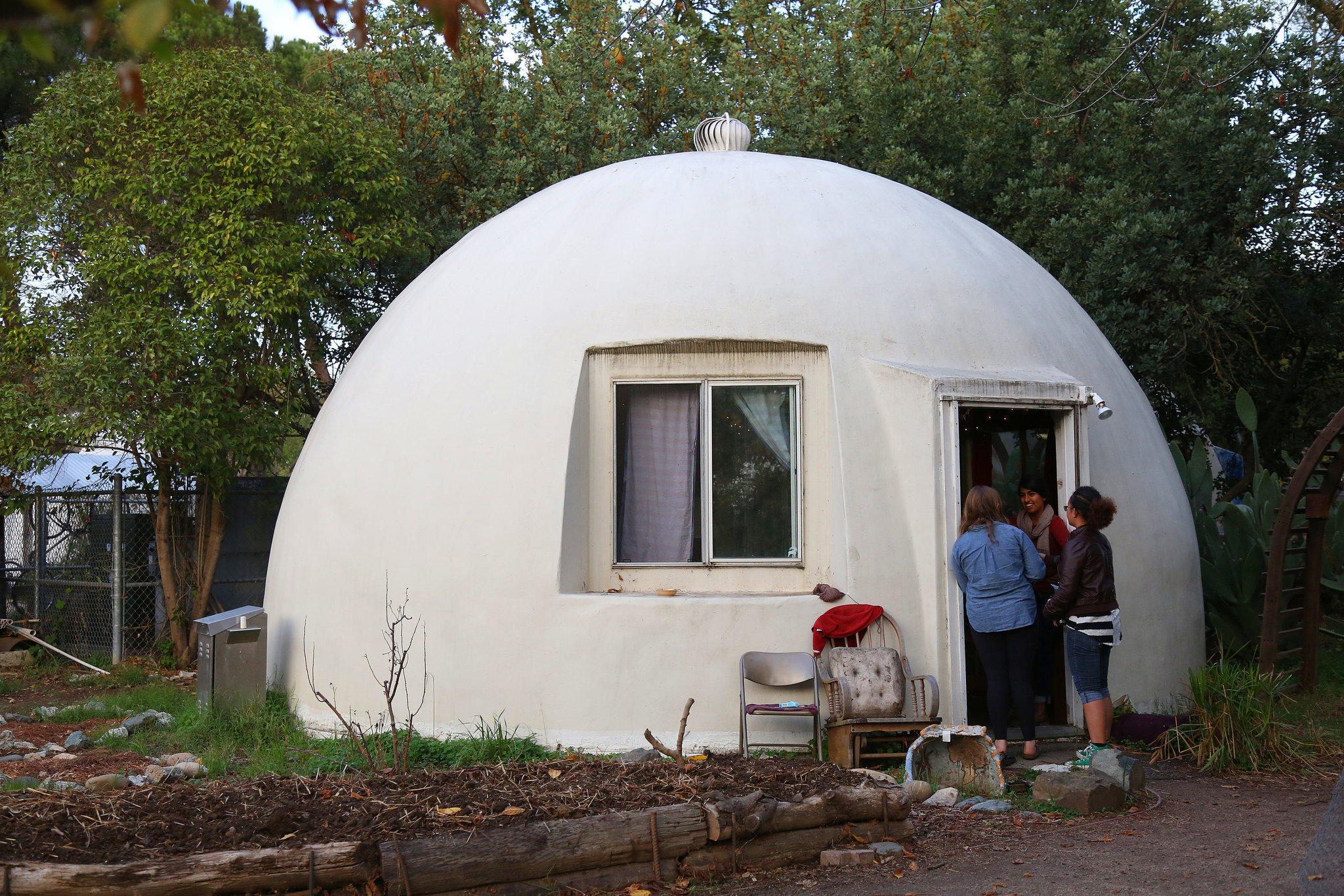 A Counterculture Spirit Flourishes Preserved Under Fiberglass Domes The New York Times