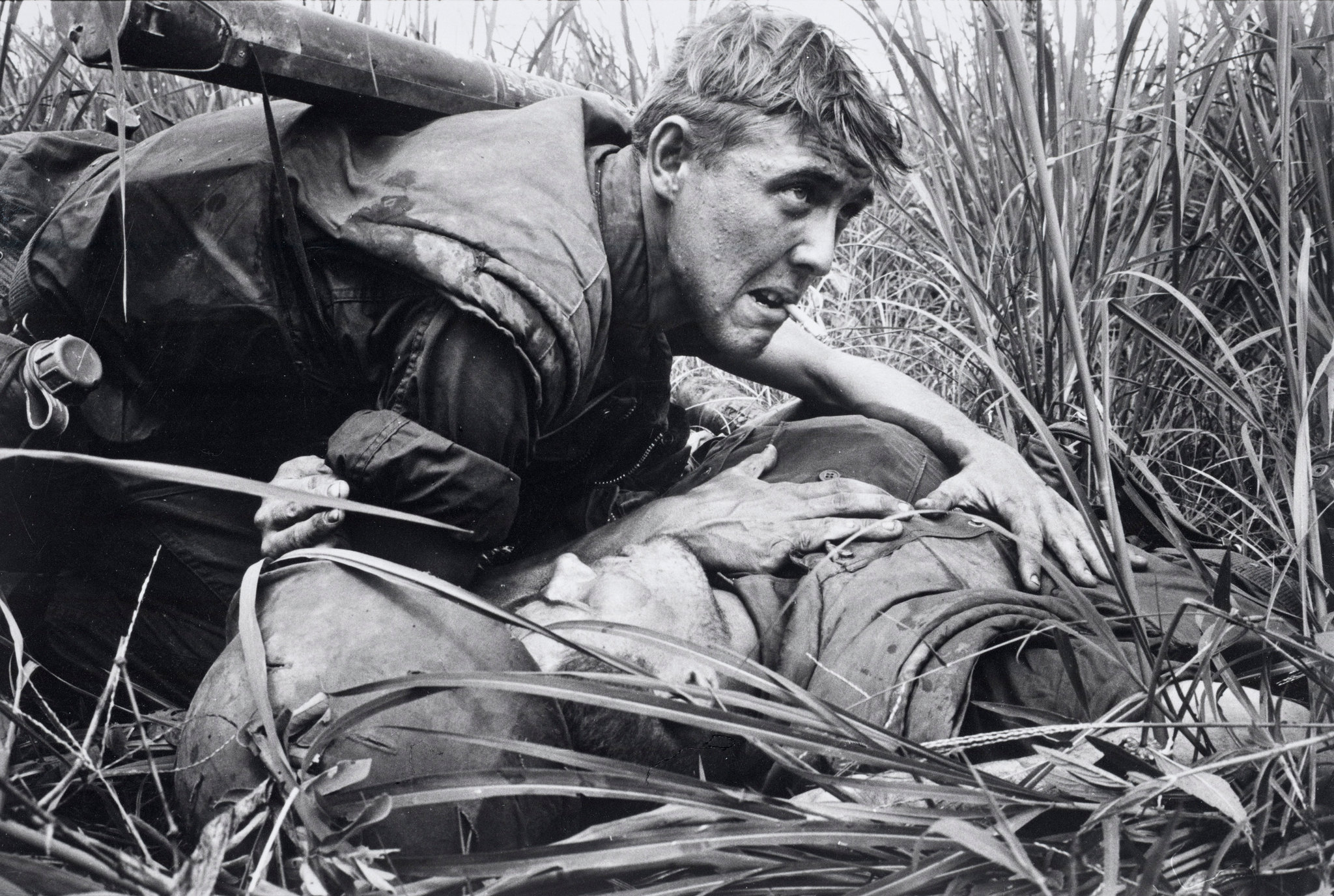 Leroy Lens Vietnam War Photo By Catherine Leroy A Marine Held A Wound Flickr