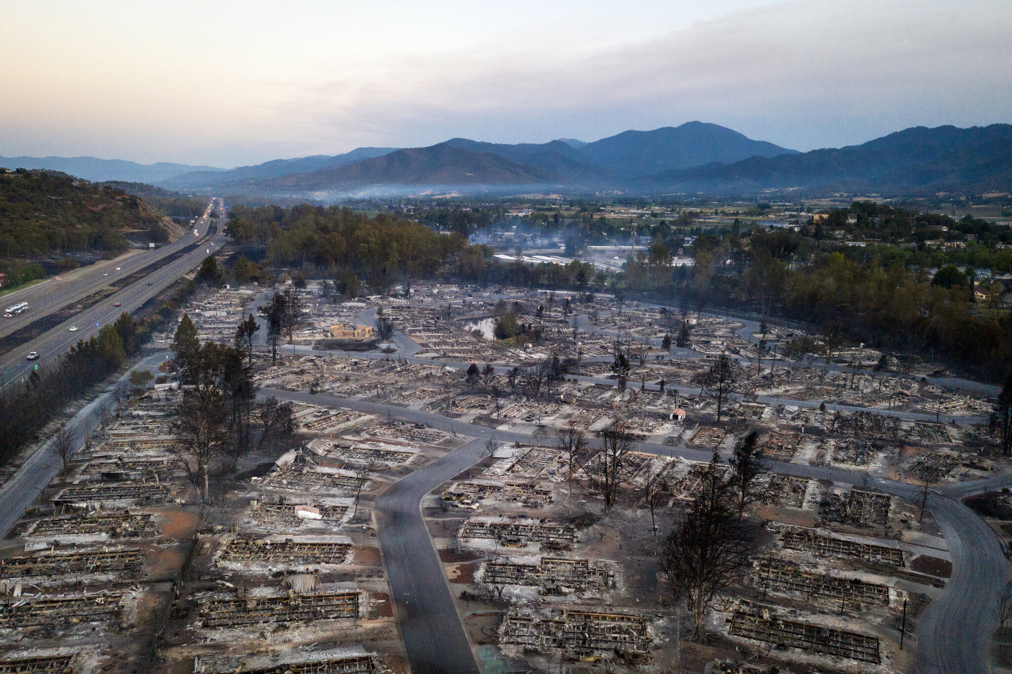 7 People Die In West Coast Wildfires The New York Times
