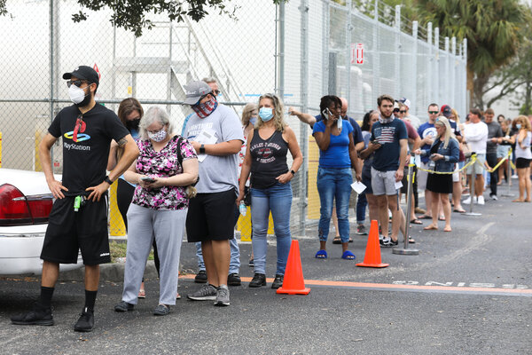 Voters in line to vote in Largo, Fla., on Sunday.
