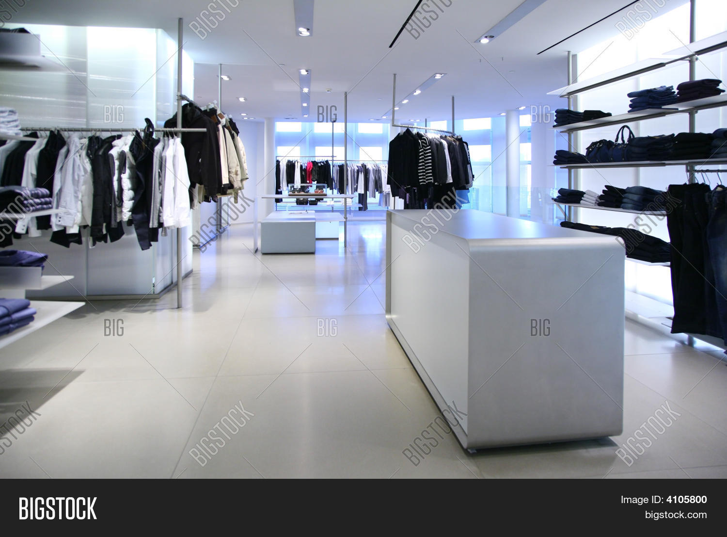 Moderne Stores Clothing Empty Modern Store Image And Photo Bigstock