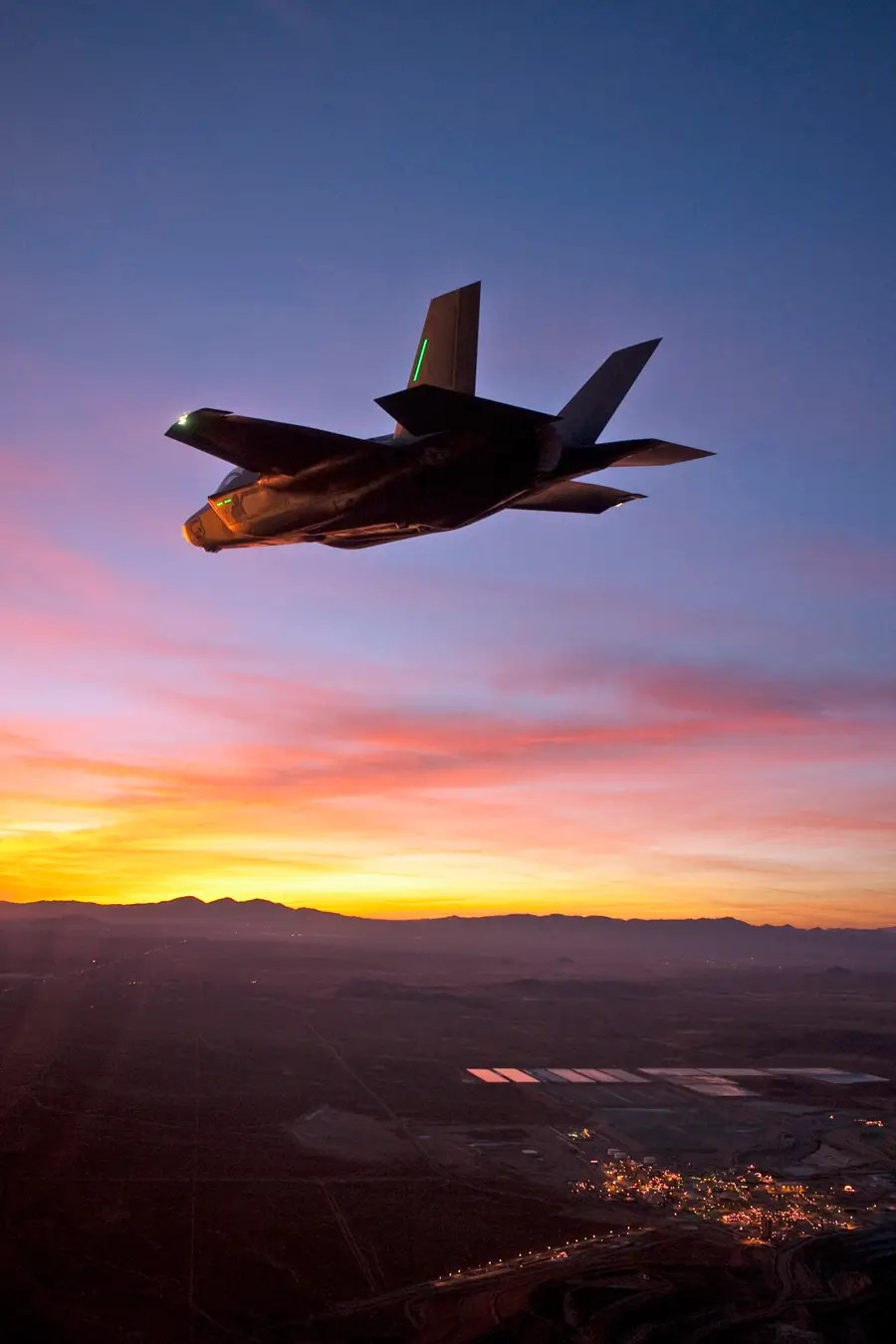 Pilot Quotes Wallpapers Stunning Pictures Of The F 35 S First Night Flight