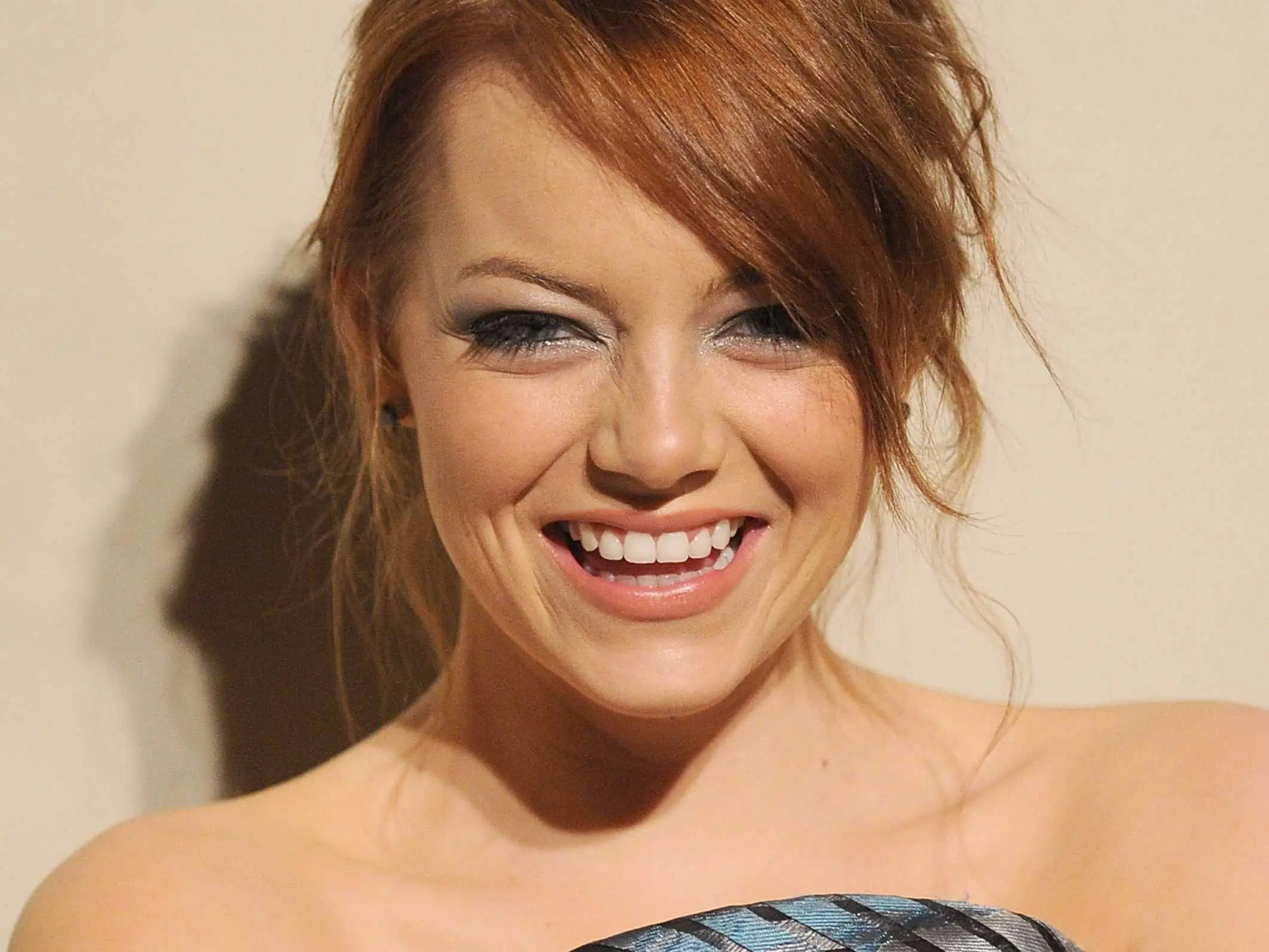 Emma Stone Couleur De Cheveux Emma Stone And Bradley Cooper Write Tinder Profiles