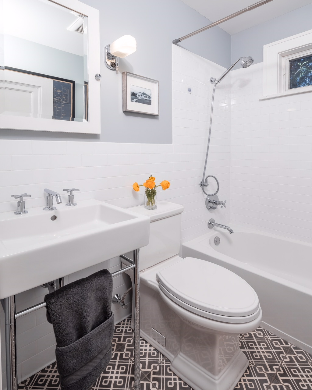 Small Bathroom Makeover A Small Bathroom Makeover That You Won T Believe Designed