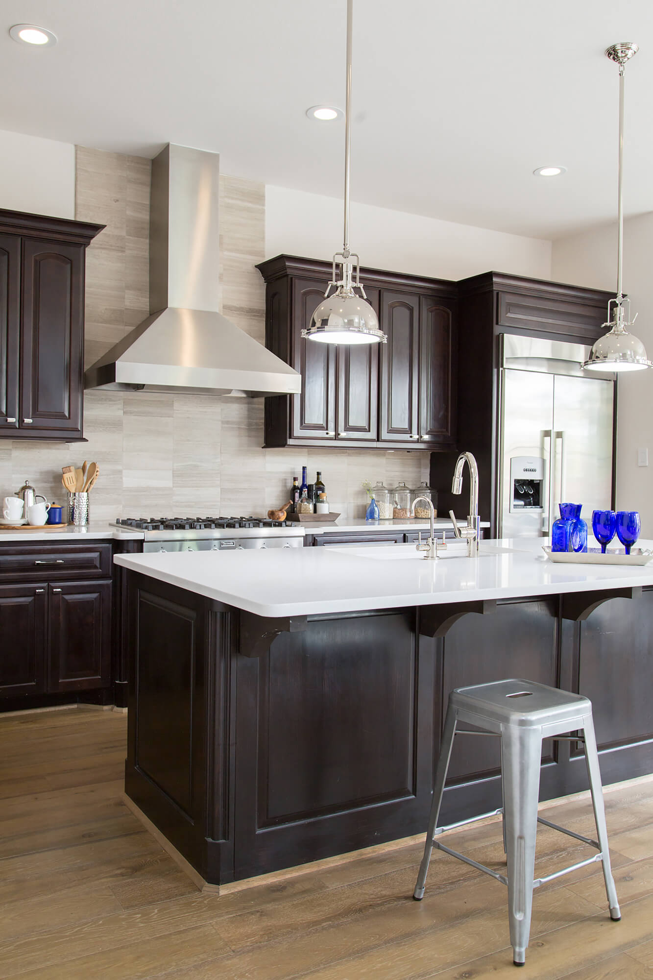 Countertops And Backsplash Combinations When To Use A Natural Stone Backsplash And When Not To Designed