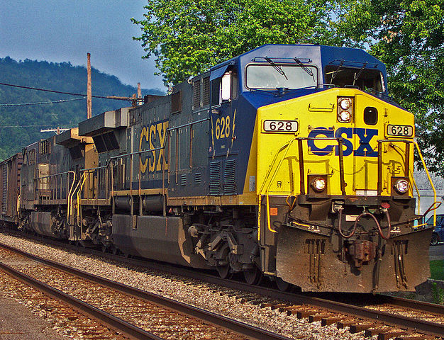 Short on workers, CSX again warns employees about time-off policies