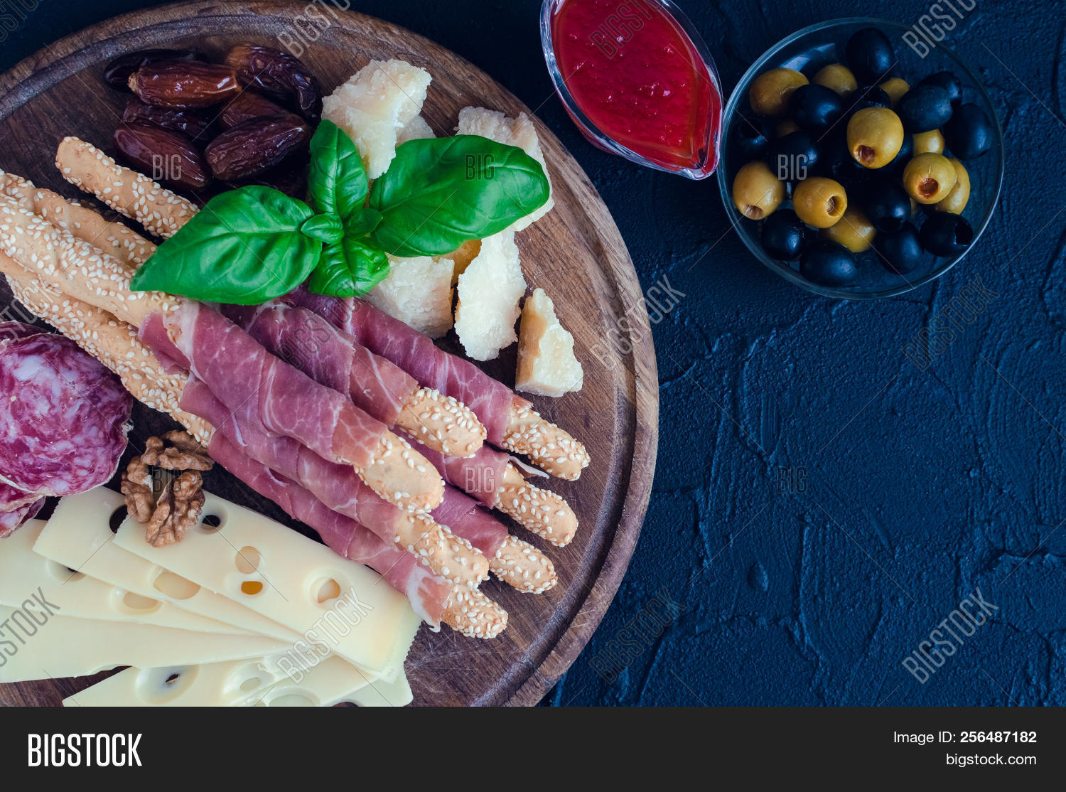 Mediterrane Küche An Bord Wooden Board Full Image Photo Free Trial Bigstock