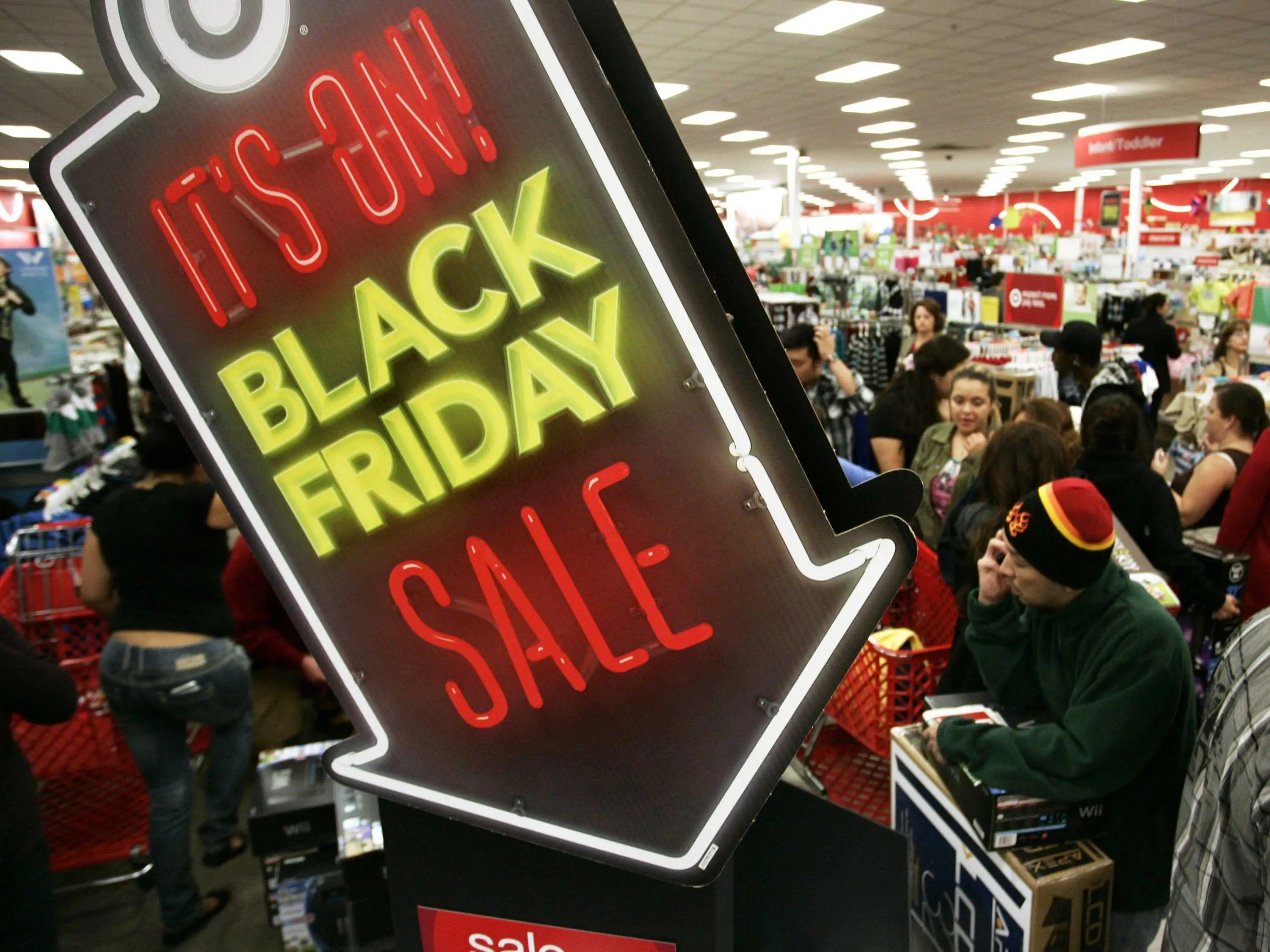 Black Frideay Opening Stores On Thanksgiving Failed To Boost Retailers