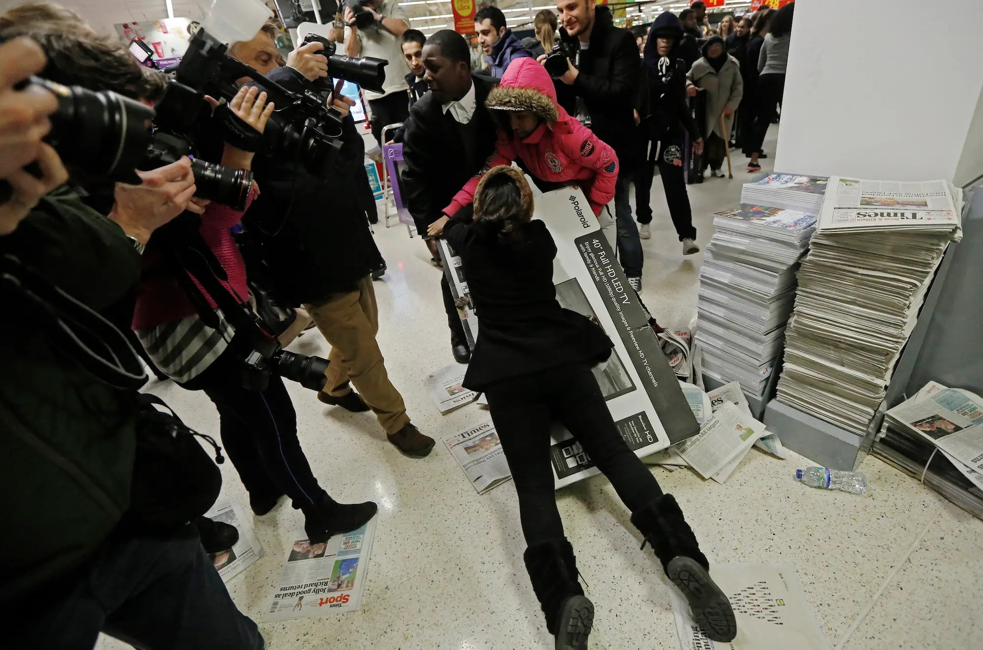 Black Friday Shopping Why Black Friday Deals Cause Shoppers To Behave So Badly