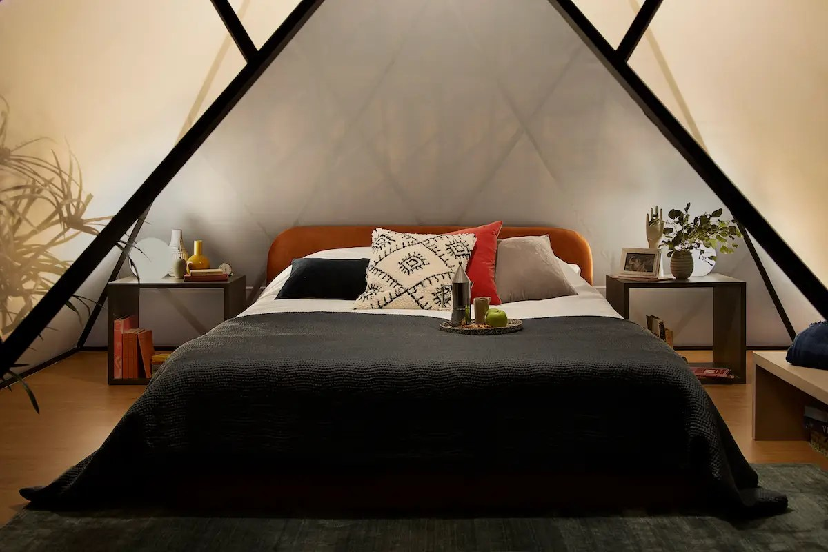 Airbnb Paris 20 Airbnb Offers Chance To Sleep In Glass Pyramid At The