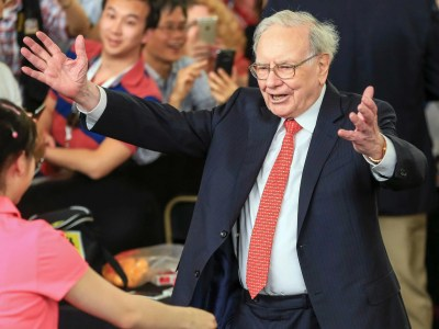 Warren Buffett defines success with love - Business Insider