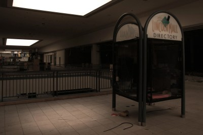 Photos inside Chicago's abandoned mall - Business Insider