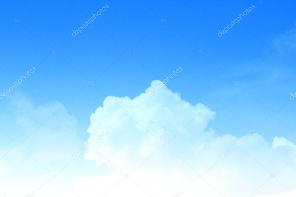 Fondo de cielo azul con nubes de un pequeño \u2014 Fotos de Stock © vtv - fondo nubes