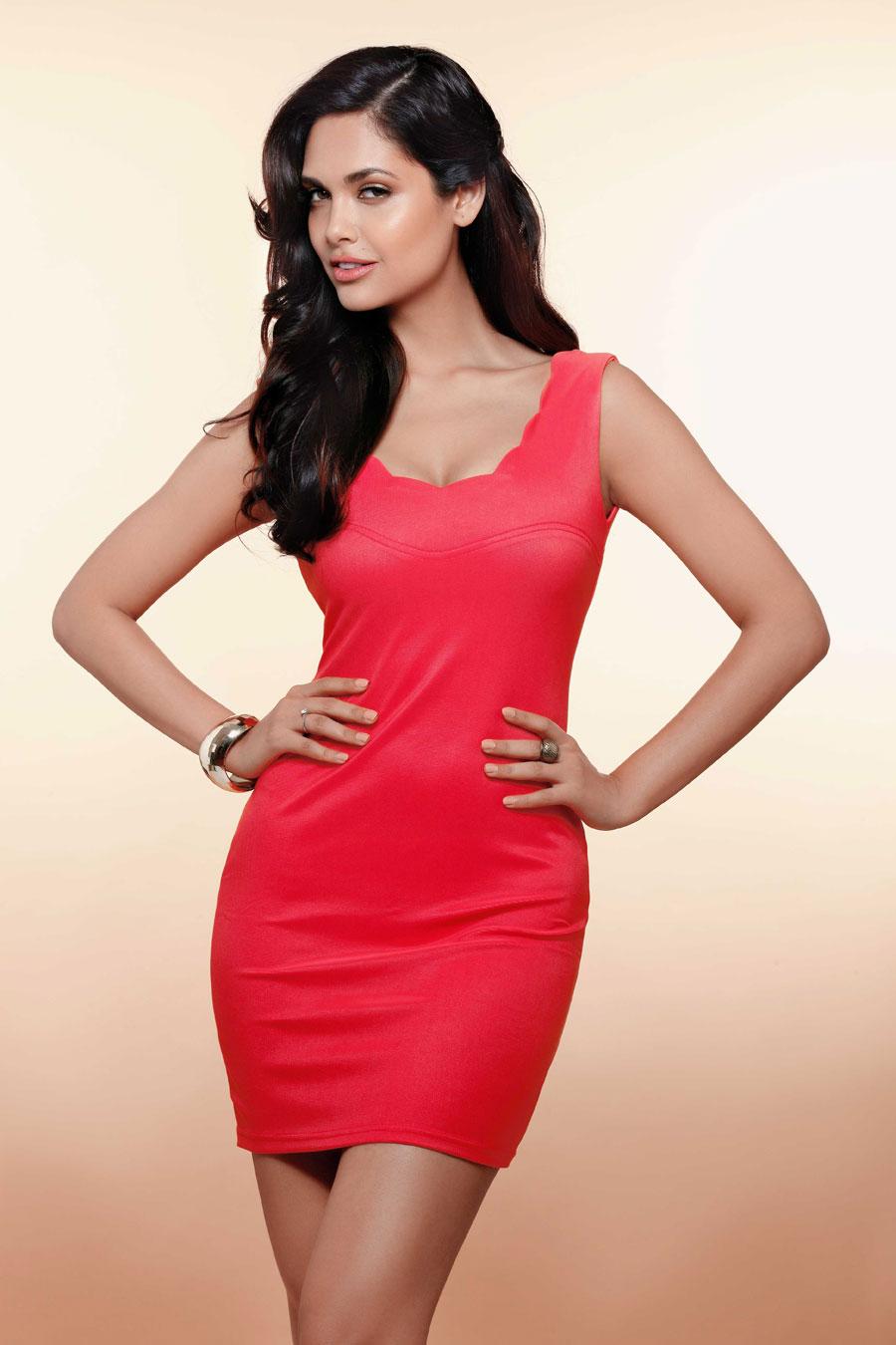 Ileana D Cruz Hd Wallpaper Esha Gupta Lovely Dress Wallpapers Popopics Com