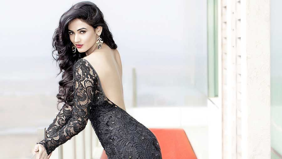 Beautiful Indian Punjabi Girls Desktop Wallpaper Sonal Chauhan Sexy Hd Wallpapers Popopics Com