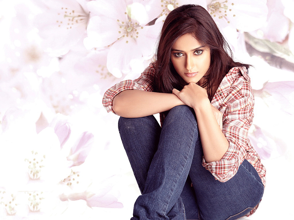 Jessica Alba Cute Wallpapers Facebook Covers For Ileana D Cruz Popopics Com