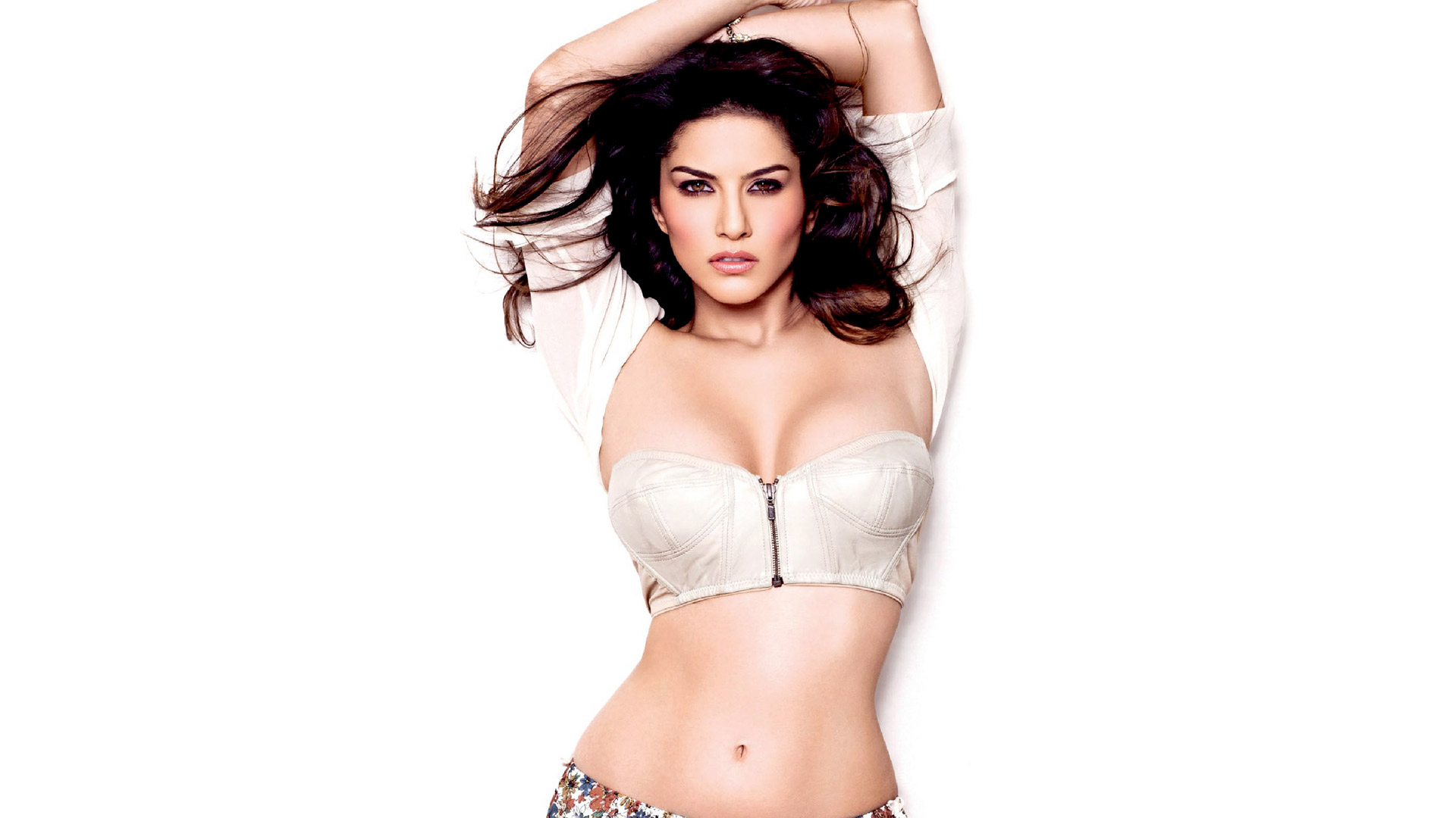 Cute Minions Wallpaper Quotes Sunny Leone Stunning Cleavage Latest Wallpapers Popopics Com