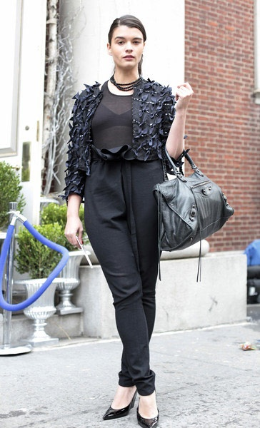 As you'll see below, all-over black is popular with many women in London and Rome, plus-size girls, too. But what I want to focus on here is the high-waist of these pants, which I saw on many curvy women, and the sheer shirt, which looks tasteful with a jacket and same-color bra underneath. Also notice the taper of her pants, too.