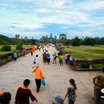 The surge begins - 1000's of people rush in to Angkor Wat before sunset.