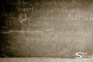 Rules written (in french) on the chalk board.