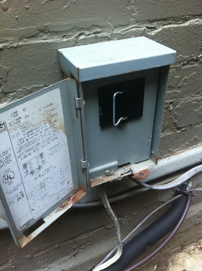 ac fuse wiring outside box