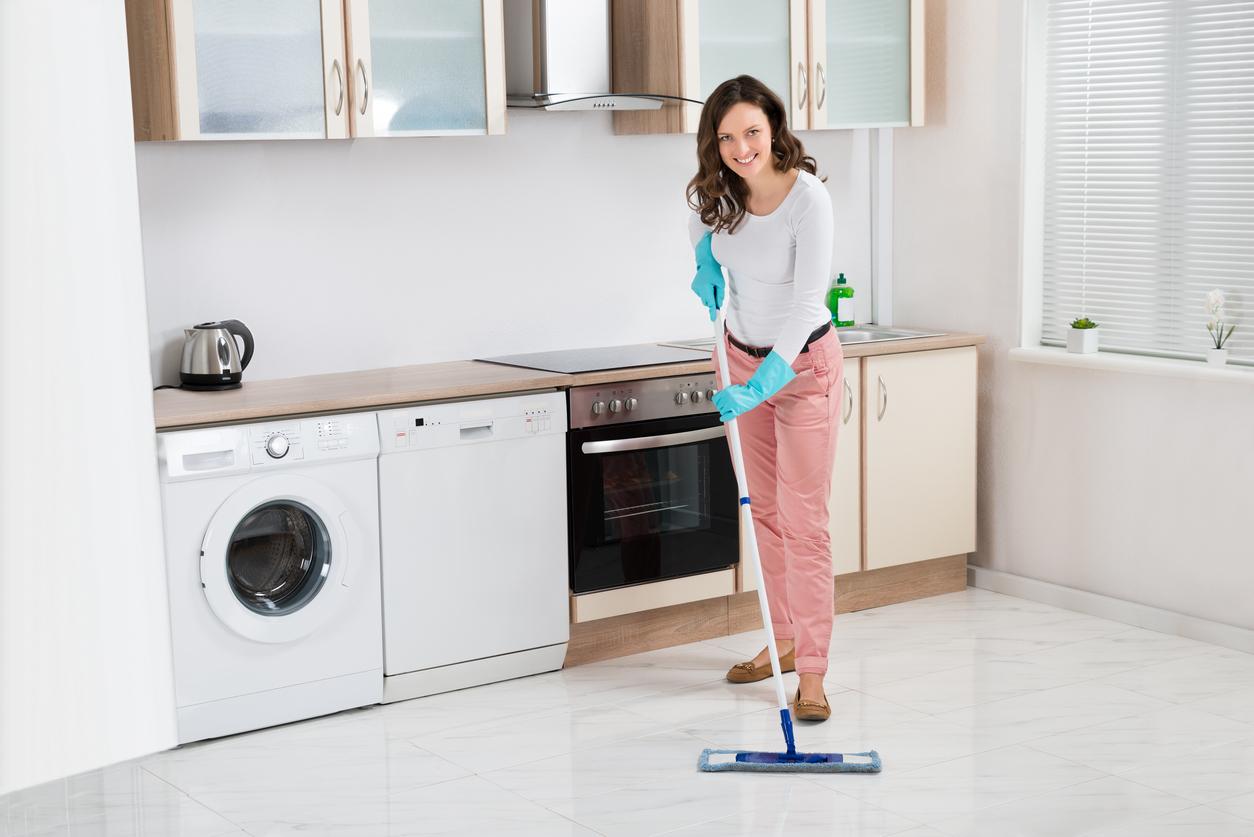 Pulizia Mobili Cucina Legno : Come lucidare una cucina in legno pulire cucina legno laccato