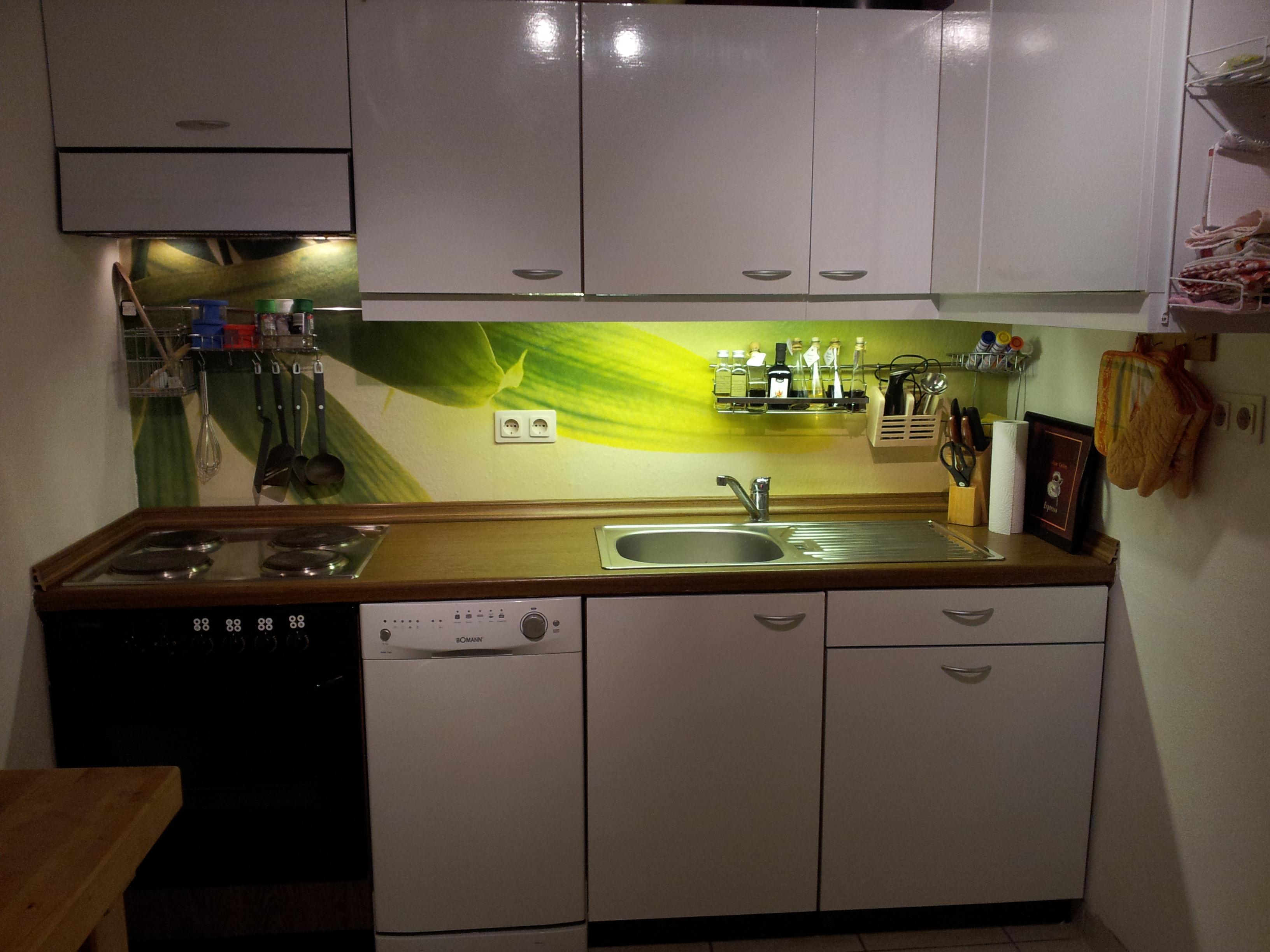 fliesen k che bekleben alternative zum fliesenspiegel in der k che sch n 25. Black Bedroom Furniture Sets. Home Design Ideas