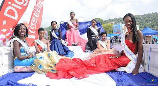 The carnival queen contestants braved the blistering heat in their open-backed chariot.