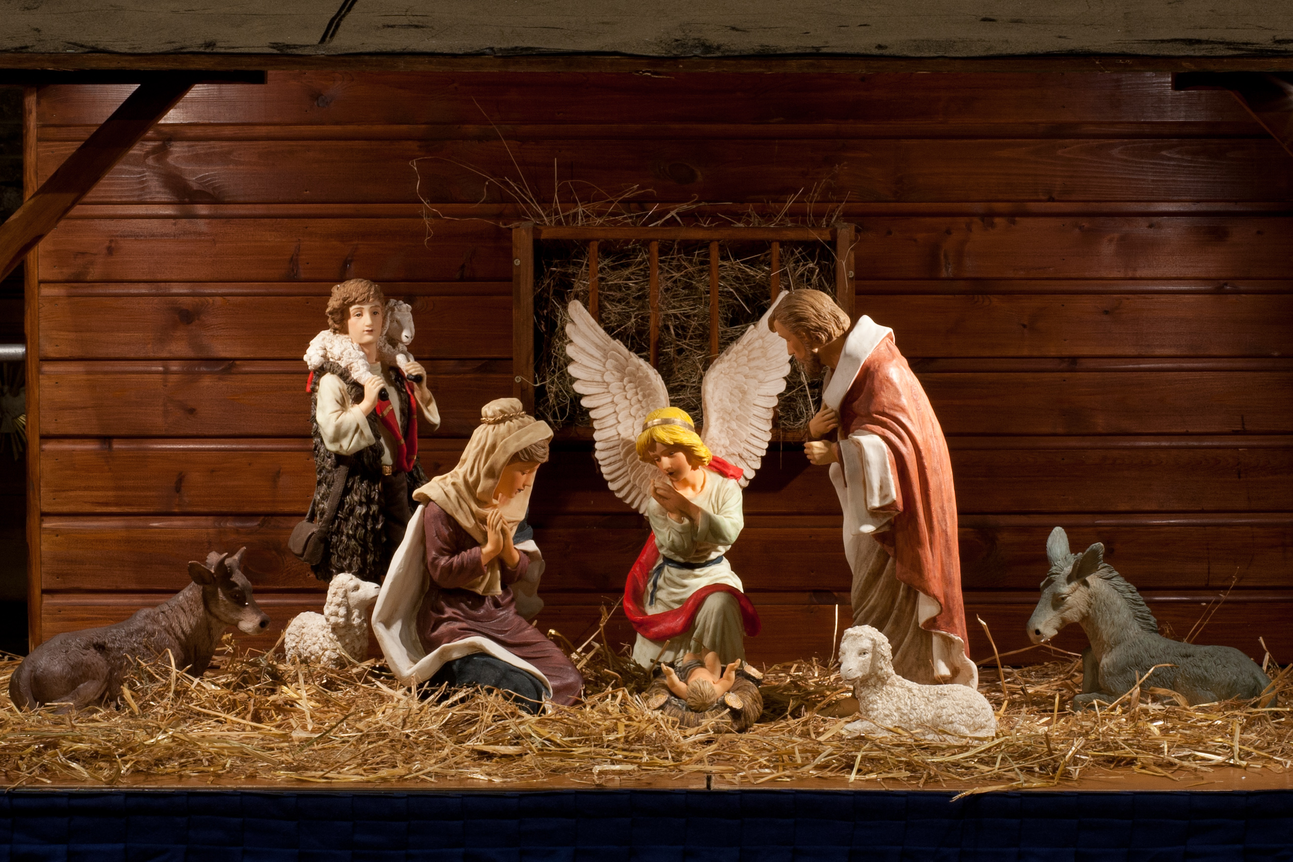 Jesus Christ 3d Wallpaper Yes It S Sunny But Christmas Cards Go On Sale St Mary S