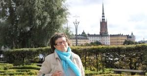 фото туристов на фоне городской Ратуши в Стокгольме