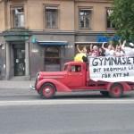 грузовик со студентами выпускниками гимнизии в стокгольме