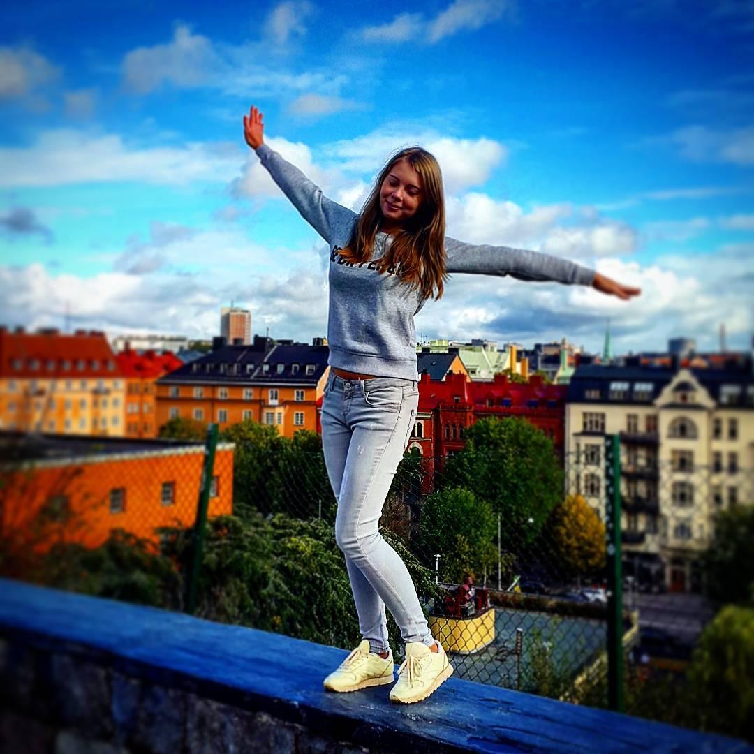 На родине Карлсона так и хочется полетать! Особенно когда перед глазами вид на красочные крыши города 🎈Ну, что - пролетели в Стокгольм? ☺