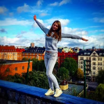 фото на фоне красочных крыш стокгольма на экскурсии с гидом по Стокгольму