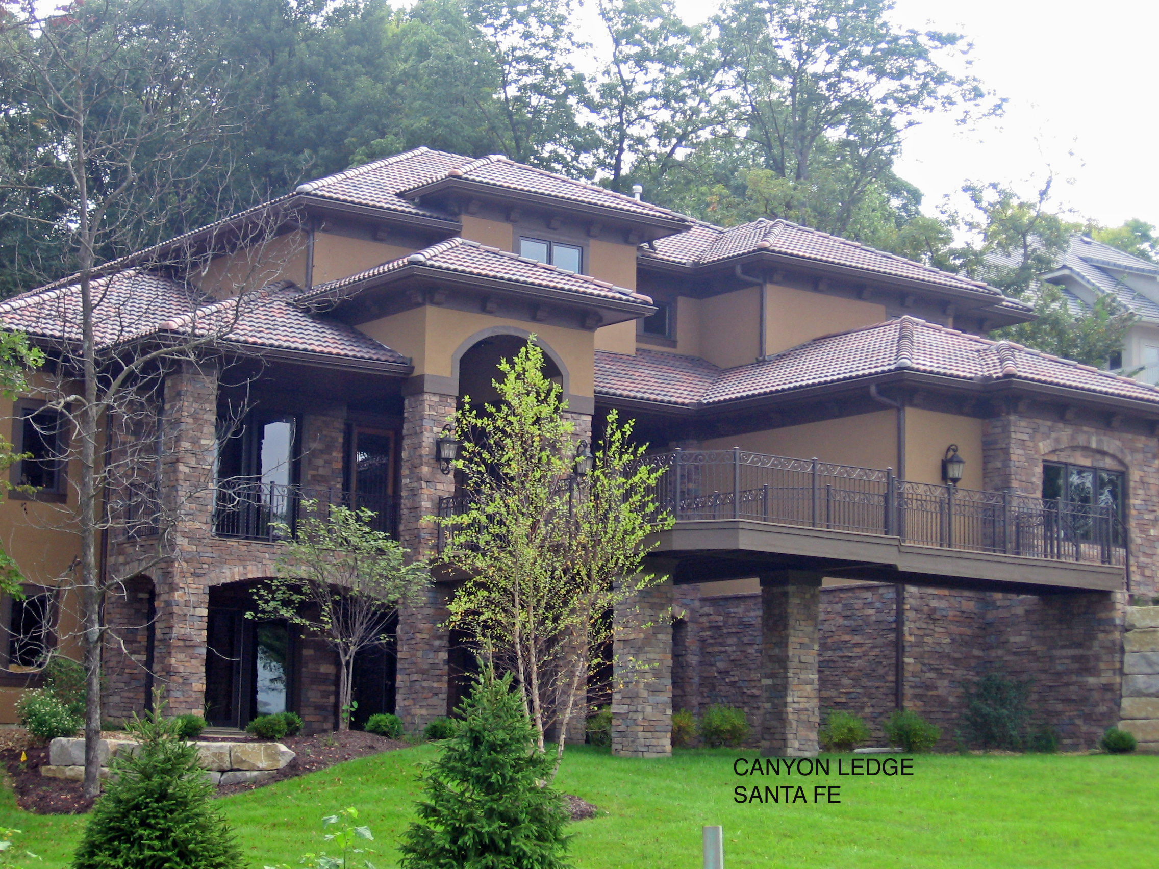 Creating A Southwestern Look With Stone Veneer And Spanish Shingles Stone Selexstone Selex