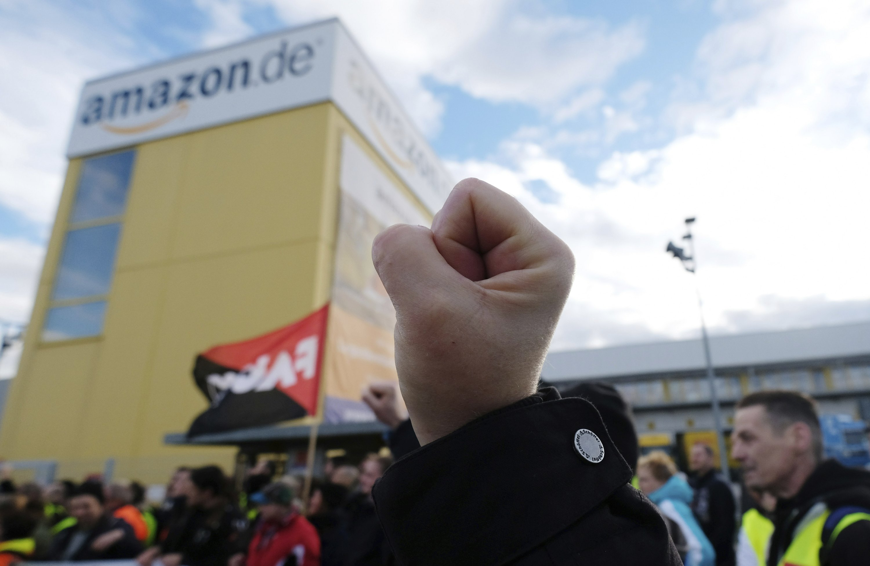 Black Friday In Germany Amazon Workers In Germany Italy Stage Black Friday Strike