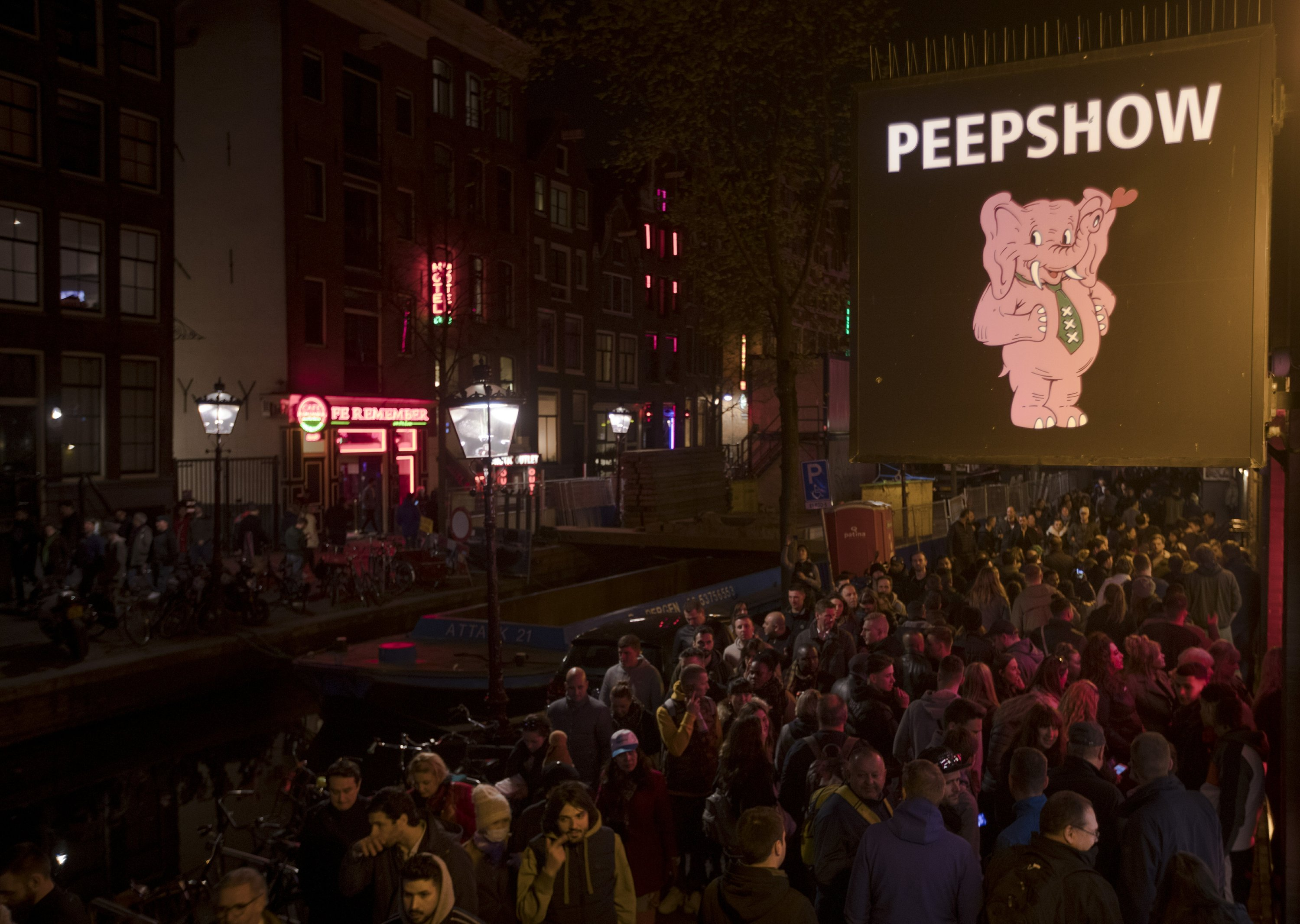The Happy Bull Amsterdam Amsterdam Sex Workers Angry At Red Light District Tours Ban
