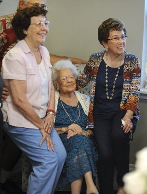 Woman celebrates 108 years with 5 generations of family - 5 generations