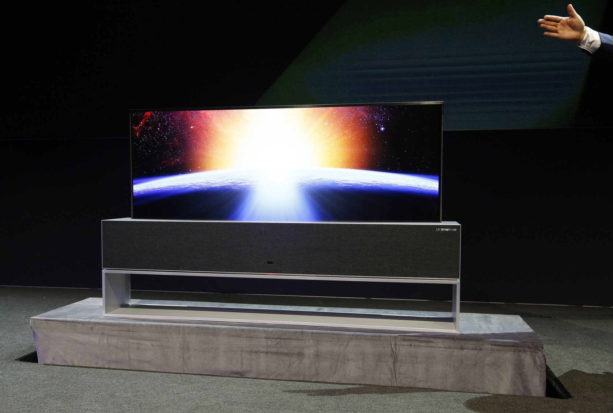 Tv Changing Wand Ces 2019 Tv Set Maker Lg Makes Its Sets Disappear