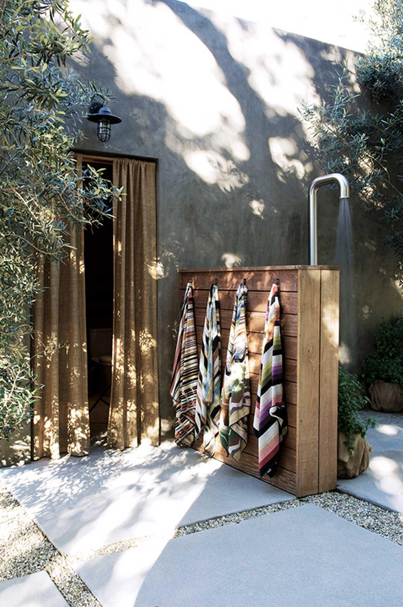 Outdoor Shower Tumblr 21 Refreshingly Beautiful Outdoor Showers I Bet You D Love To Step
