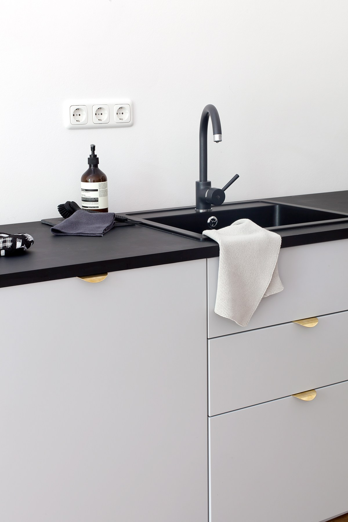 Ikea Kitchen Design Inspiring Kitchens You Won T Believe Are Ikea Apartment Therapy