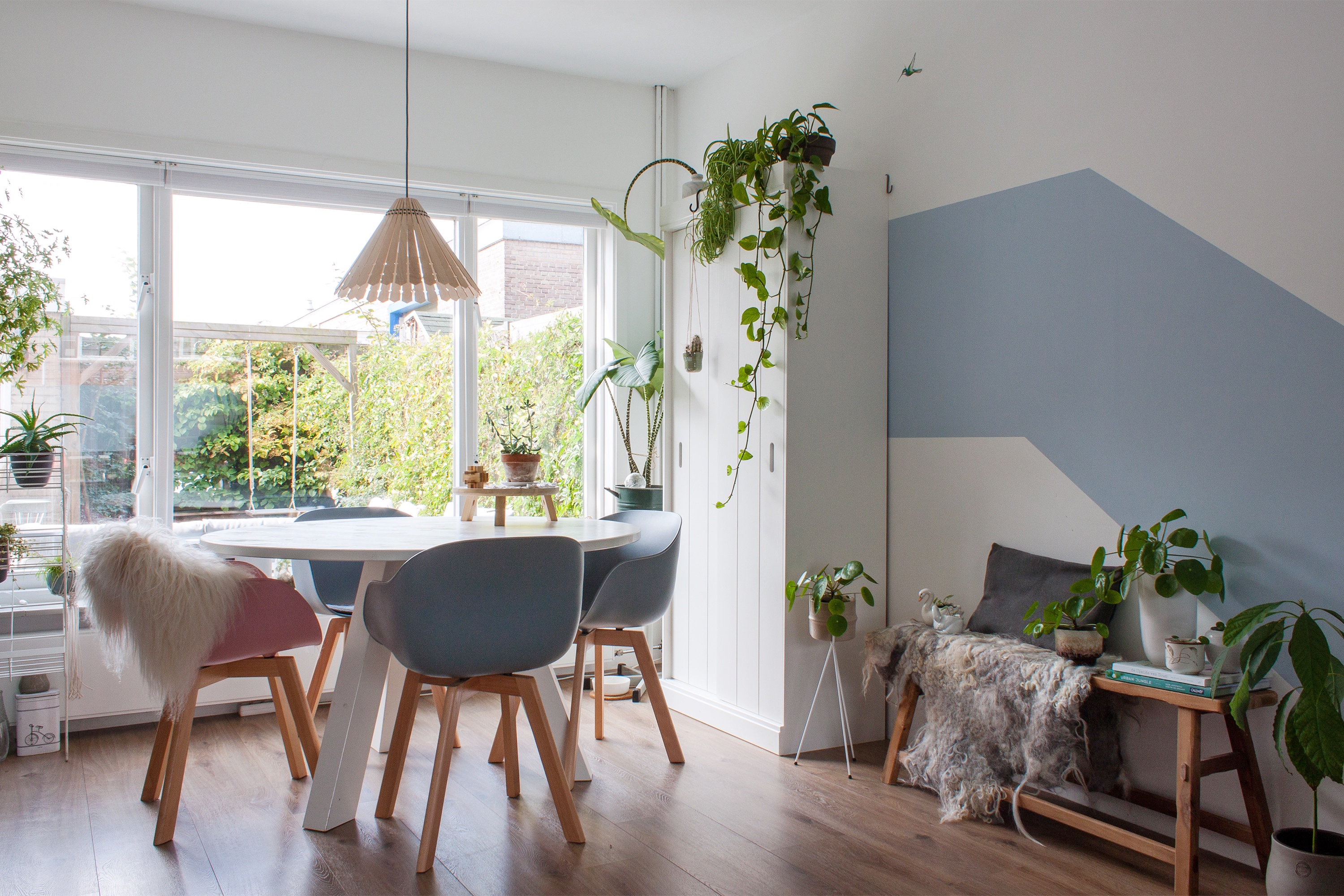 Diy Vtwonen Bank A Dutch Home In Hues Of Blue Apartment Therapy