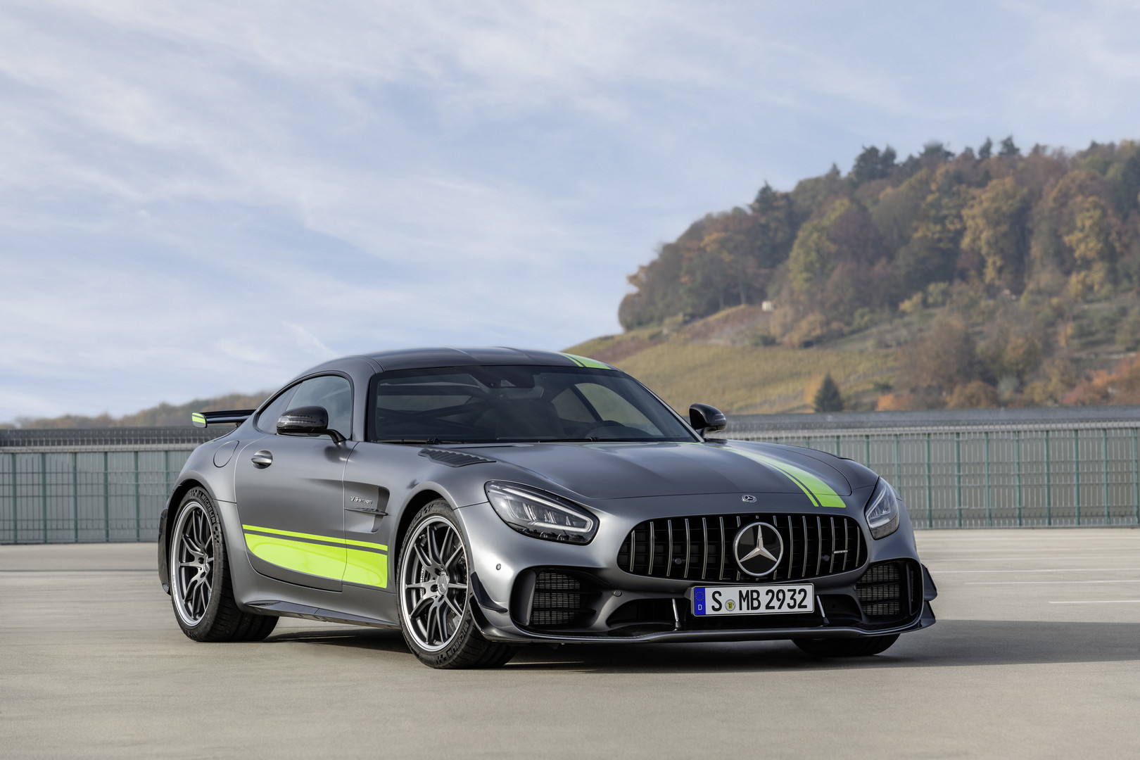 Amg Gt 2019 Mercedes Amg Gt R Pro Officially Revealed Gtspirit