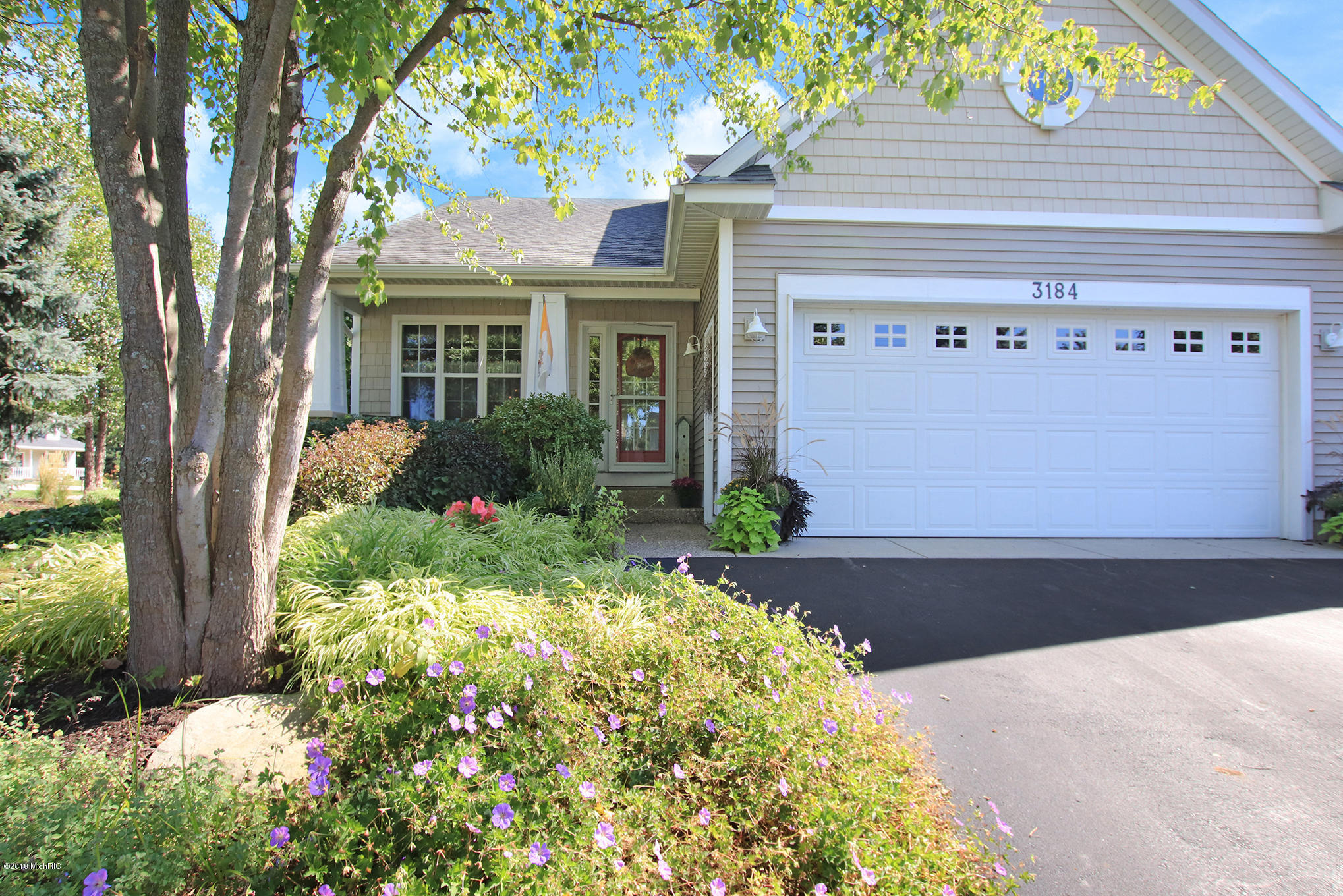 Garage Sale Zeeland 3 Bed 2 Full 1 Partial Baths Condo Townhouse In Zeeland For 290 000
