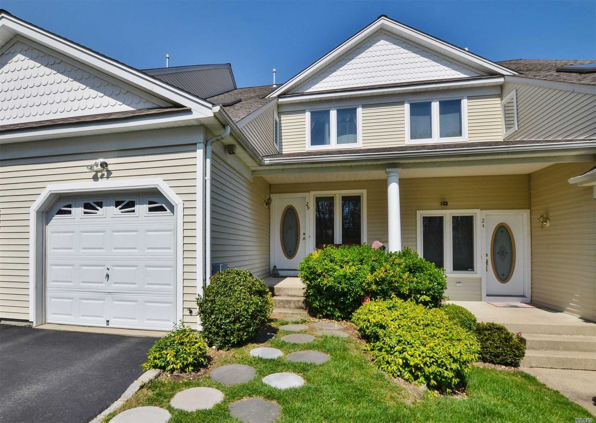 Garage For Sale Long Island 3 Bed 4 Bath Condo Townhouse In Huntington For 575 000