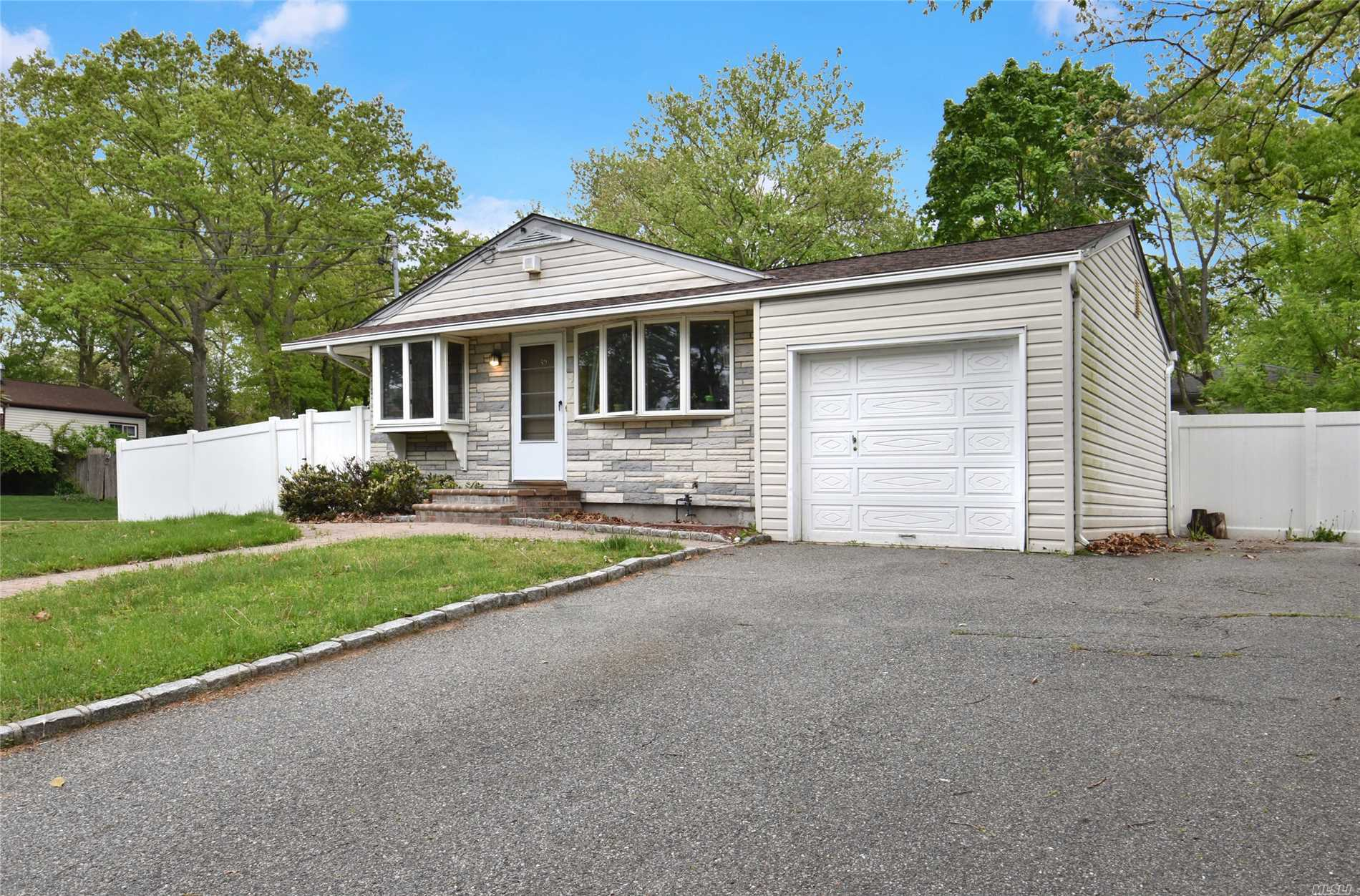 Garage For Sale Long Island 39 Lantern St Huntington Ny Mls 3024515 Long Island Homes