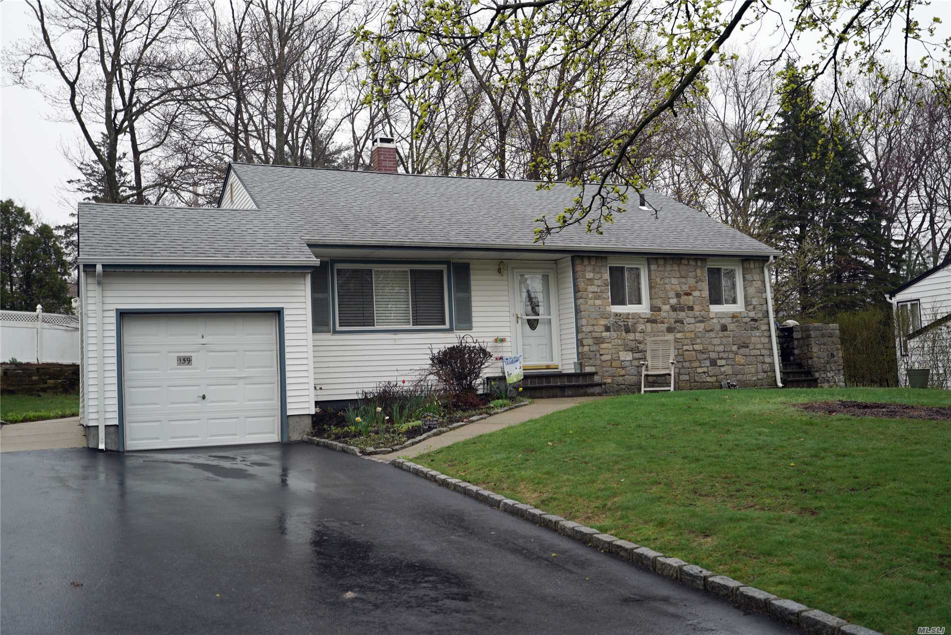 Garage For Sale Long Island 4 Bed 2 Baths Home In Smithtown For 449 000