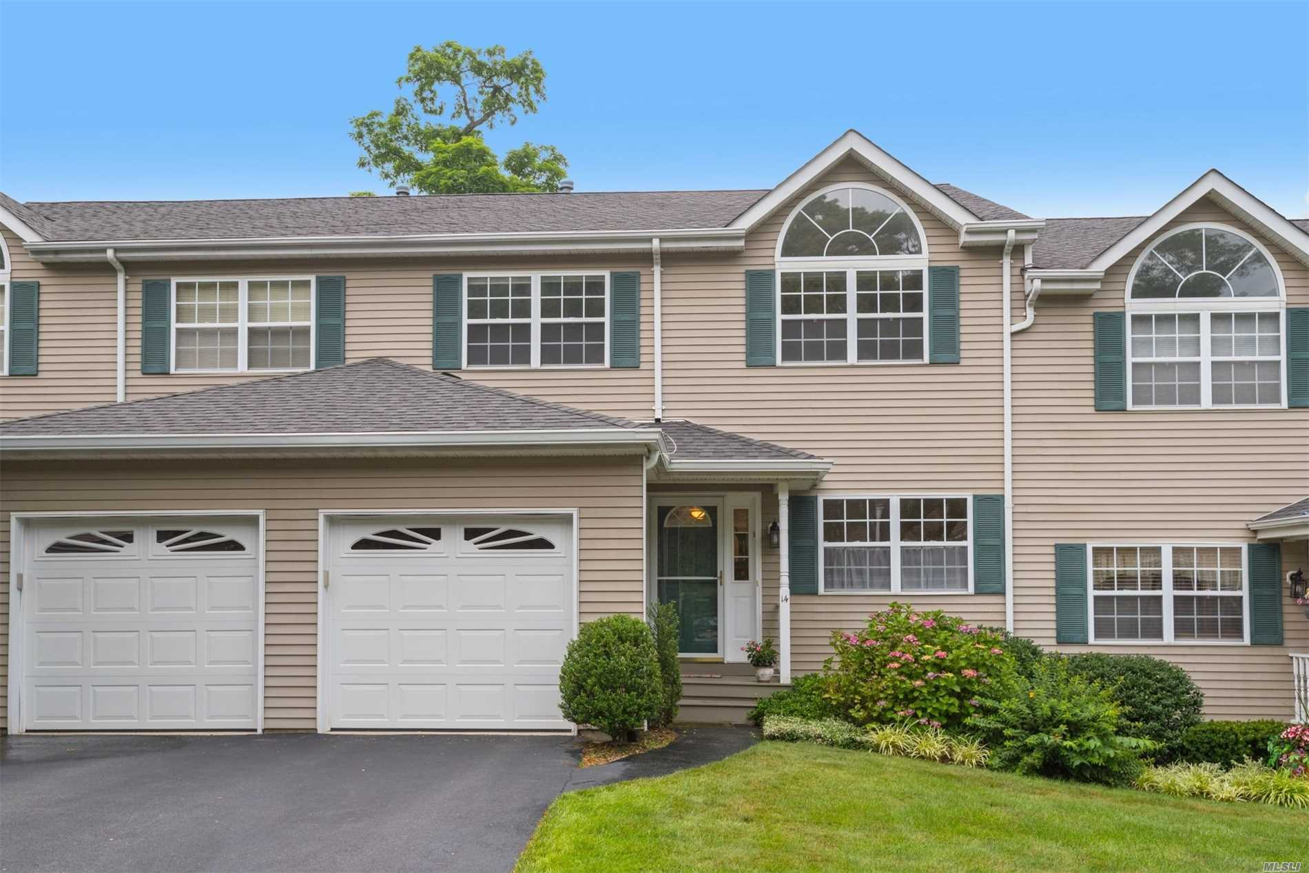 Garage For Sale Long Island 3 Bed 3 Bath Condo Townhouse In Huntington For 559 000