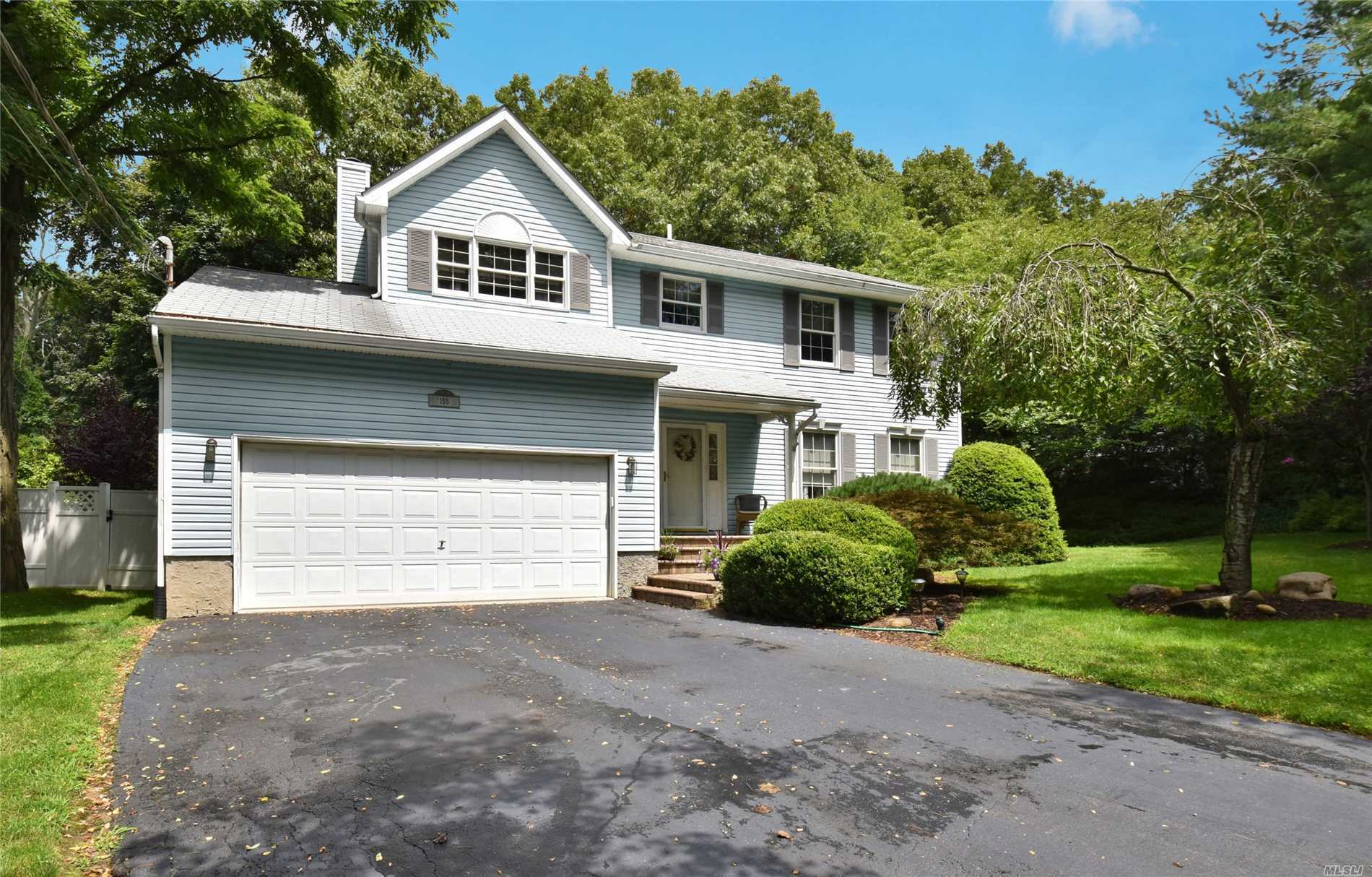 Garage For Sale Long Island 4 Bed 2 Full 2 Partial Baths Home In Huntington For 599 000
