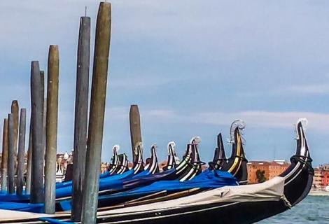 Gondolas, line up!
